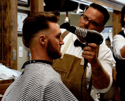 Professioneller Haartrockner mit Wechselstrom